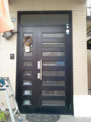 玄関ドア取替えのビフォー写真