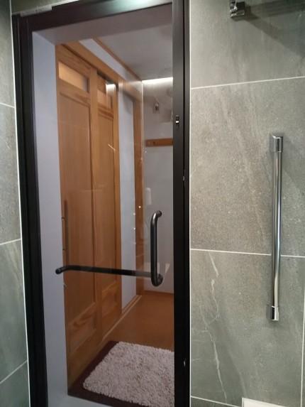 浴室開き戸
