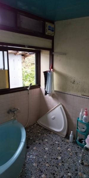 タイル貼り浴室