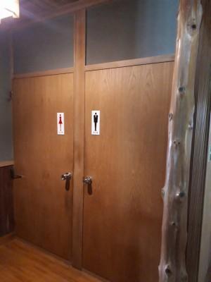 トイレ入り口ドア