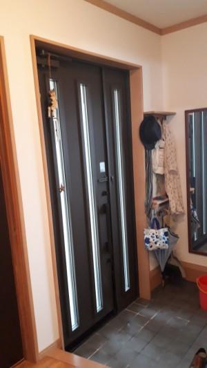 玄関ドアリフォーム前室内